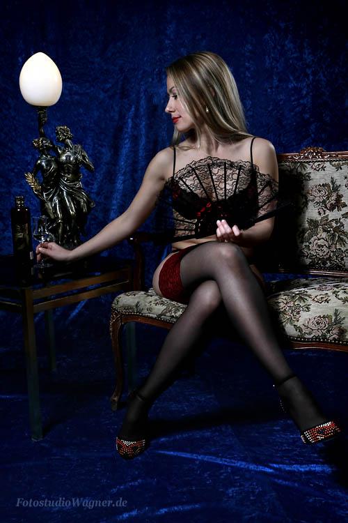 Erotisches Foto einer Frau mit Fächer im Fotostudio Wagner München