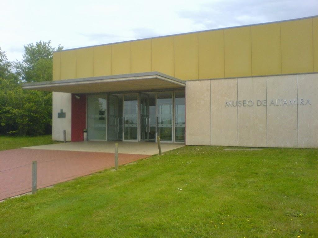 Entrada al museo de Altamira