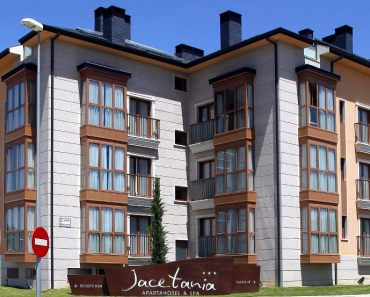 Exterior jacetania del apartamento en Jaca