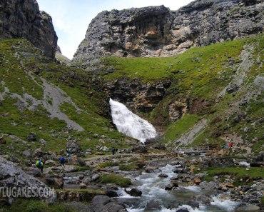 Ruta hasta la espectacular cascada de la Cola de Caballo