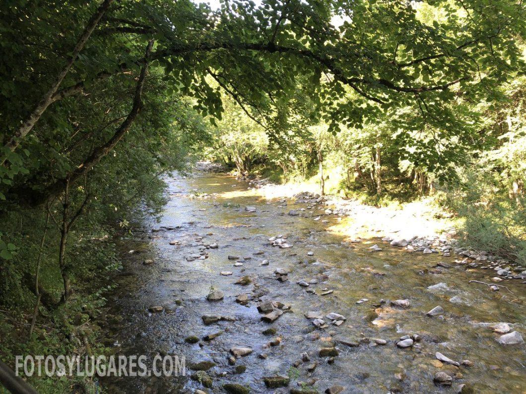 Río Eska a su paso por Isaba