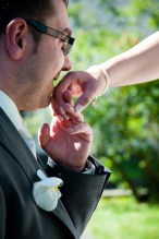 Der Bräutigam: ein Gentleman weiß wie man um die Hand einer Frau anhält