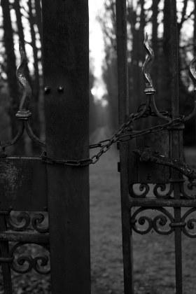 Zaun aus rostigem Metall