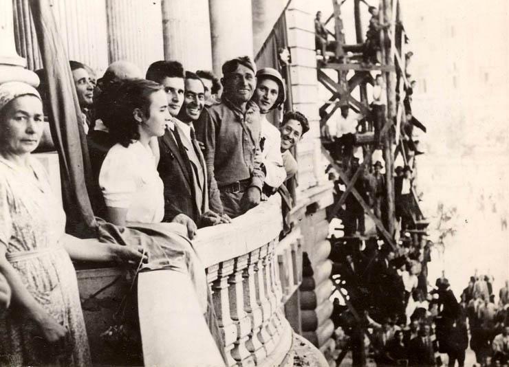 Miting în Piaţa Universităţii, organizat cu ocazia intrării trupelor sovietice în Bucureşti. (30.08.1944)