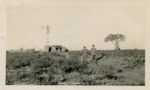 La Maruja, 5 de junio de 1934. Molino y tanque australiano instalados en el Jaguel que provee de agua La Maruja. (Referencia extraída de descripción manuscrita en el reverso de la fotografía).