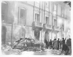 Quema de un automóvil en los hechos del 9 de abril en el Bogotazo