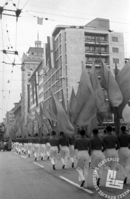 DE1655: Prvomajska parada leta 1960. Foto: Lojze Jerala, hrani: MNZS.
