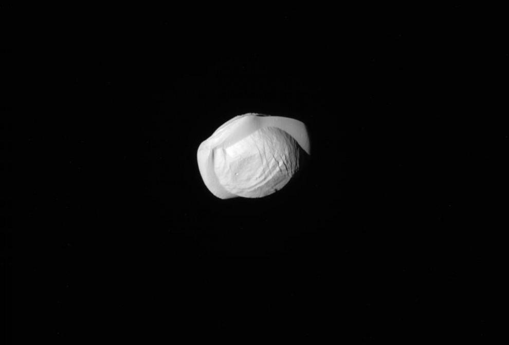 Естественный спутник Сатурна, Пан