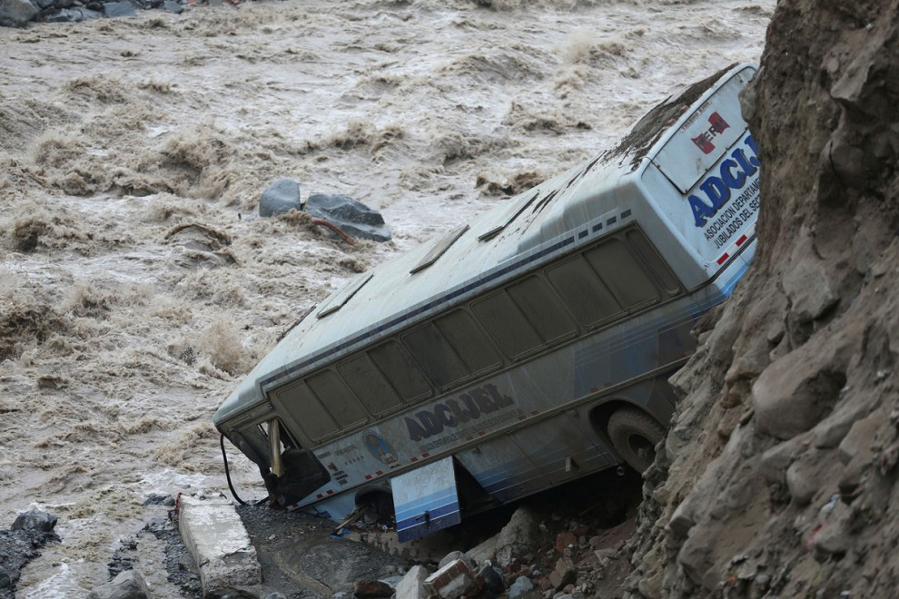 Последствия наводнения и оползня