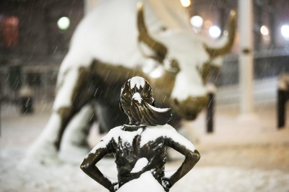 Статуя «Бесстрашная девочка»