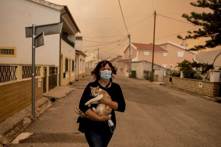 Женщина с кошкой