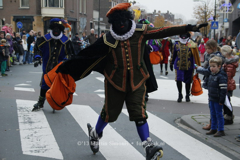 Skatepiet Ferdi bij intocht Sinterklaas in Den Haag