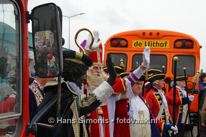 151114023_Sinterklaaskomt in scheveningen-2015