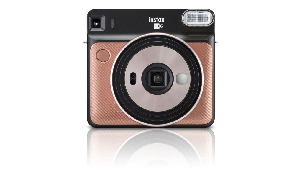 Fujifilm Instax Square goes fully analog with the SQ6