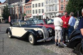 6544 Oldtimers verzameling op de Markt in Oudenaarde