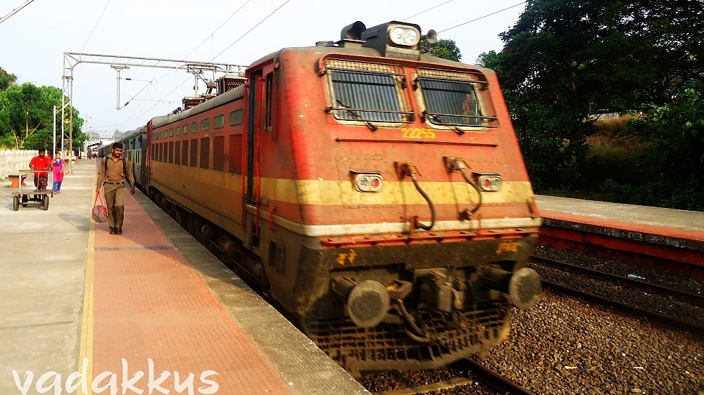 Erode WAP4 #22255 at Changanasserry