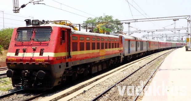 WAP4 22205 Heads the Full LHB Howrah Premium AC Special