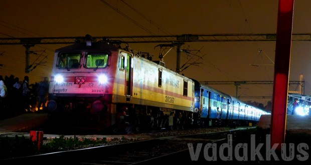 RPM WAP7 electric locomotive of the Indian Railways with the Chennai-Bangalore Intercity at night