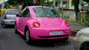 A Hot Pink Volkswagen Beetle in Bangalore!