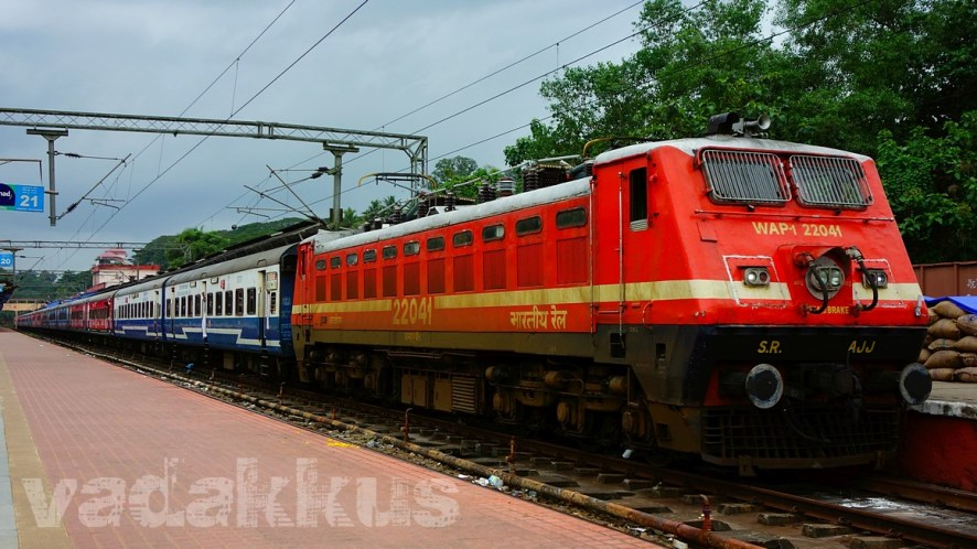 Full Length View of the 12082 Jan Shatabdi Express