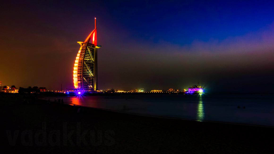 The view of the Burj Al Arab Hotel in Dubai at night.