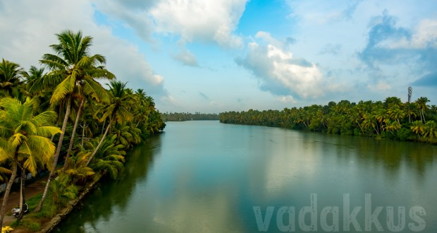 Kerala-scenic-natural-beauty-reflects-Kallada-River-waterway-Kollam-district