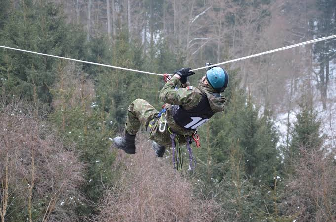 आर्मी ट्रेनिंग हॉरिजॉन्टल रोप