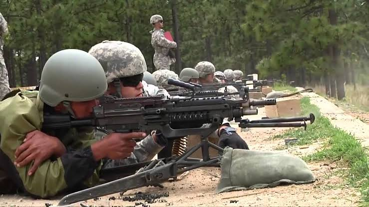 आर्मी ट्रेनिंग हथियार