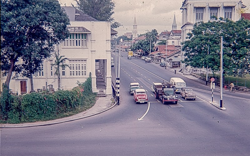 Some cars at a junction in Singapore c1960