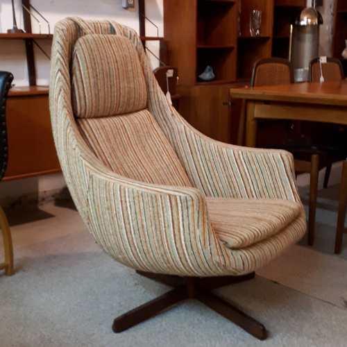 Swivel Pod Chair