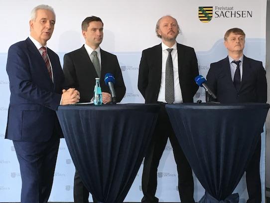 Stanislaw Tillich, Martin Dulig, Frank Fitzek und Frank Schönefeld (von links). Foto: Stephan Hönigschmid