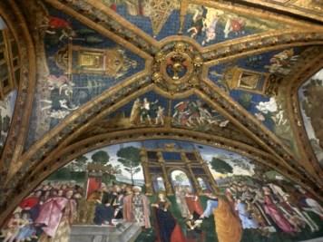 Vatican Museum-Interior.jpg