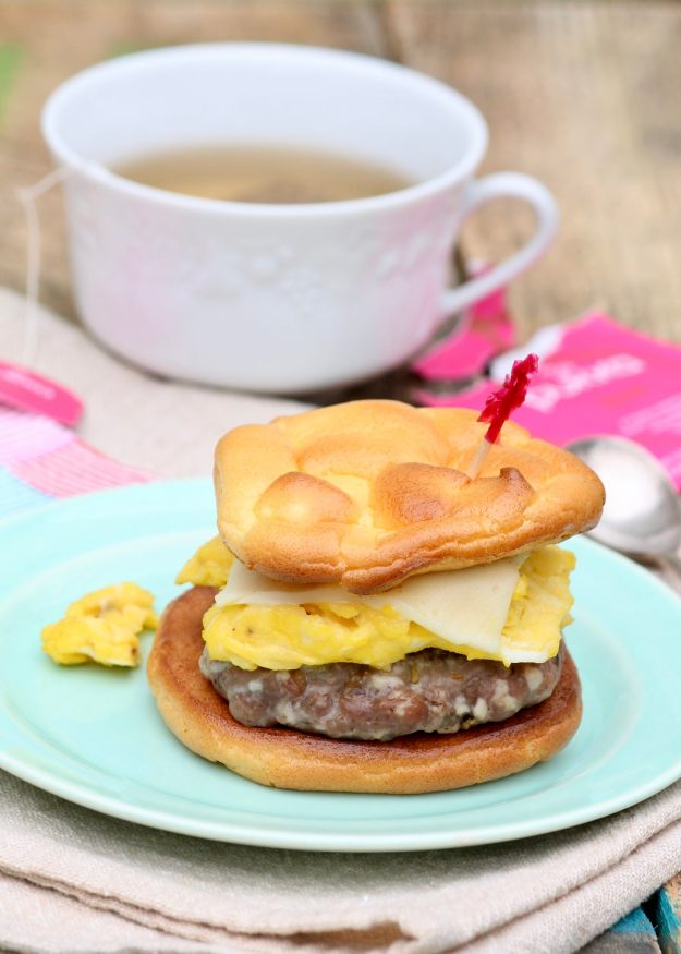 Low-Carb Egg & Sausage Sandwiches - Breakfast sandwiches are often high in carbs and fat, but with a few easy swaps they can be a healthy and totally satisfying start to the day.