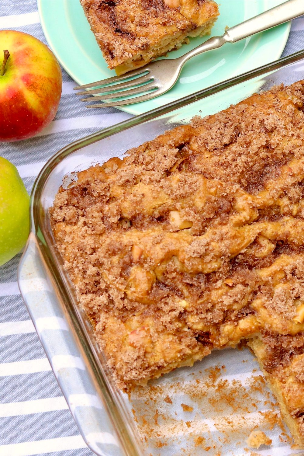 APPLE CRUMB CAKE - a go-to dessert forfall and winter, from holiday meals and casual entertaining to easy weeknight desserts-AND itpasses as coffee cake!