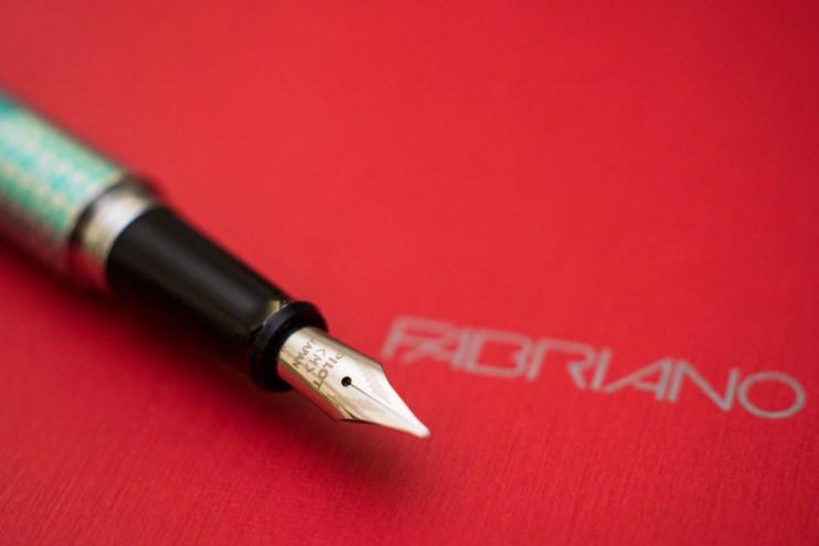 beginner fountain pen pilot metropolitan nib