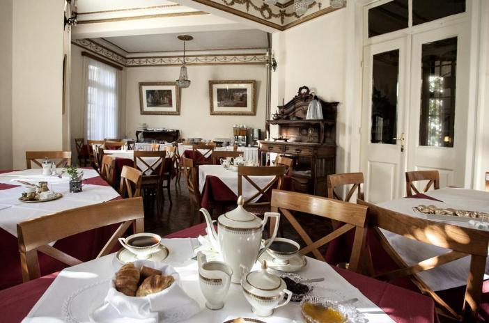 Tourist Hotel - бюджетный отель в районе площади Аристотеля