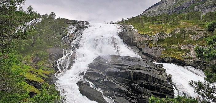 Долина водопадов Хьюседален — маршрут из Кинсарвика