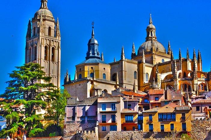 Города рядом с Мадридом: Сеговия