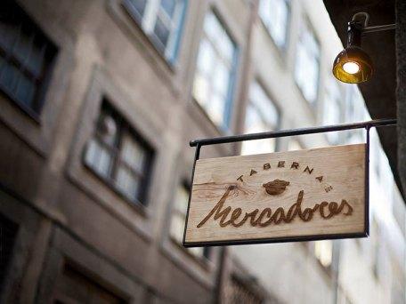 Рестораны Порту: Taberna Dos Mercadores