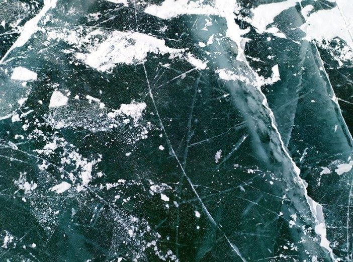 Байкальский лед весной