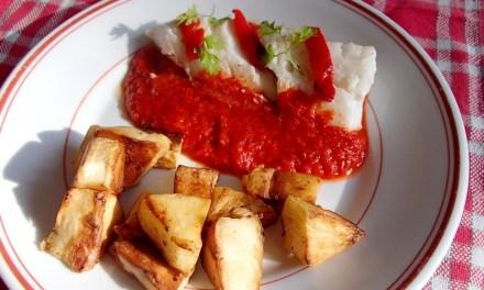 Cabillaud et panais au piment d'Espelette, coulis de poivron