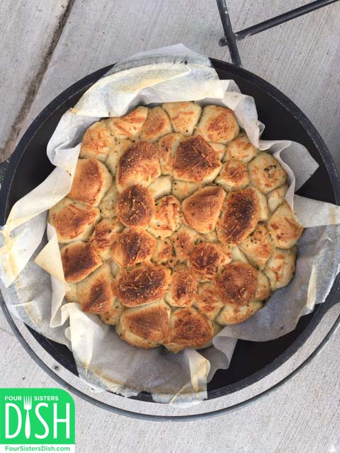 Dutch Oven Garlic Cheese Pull-Apart Rolls