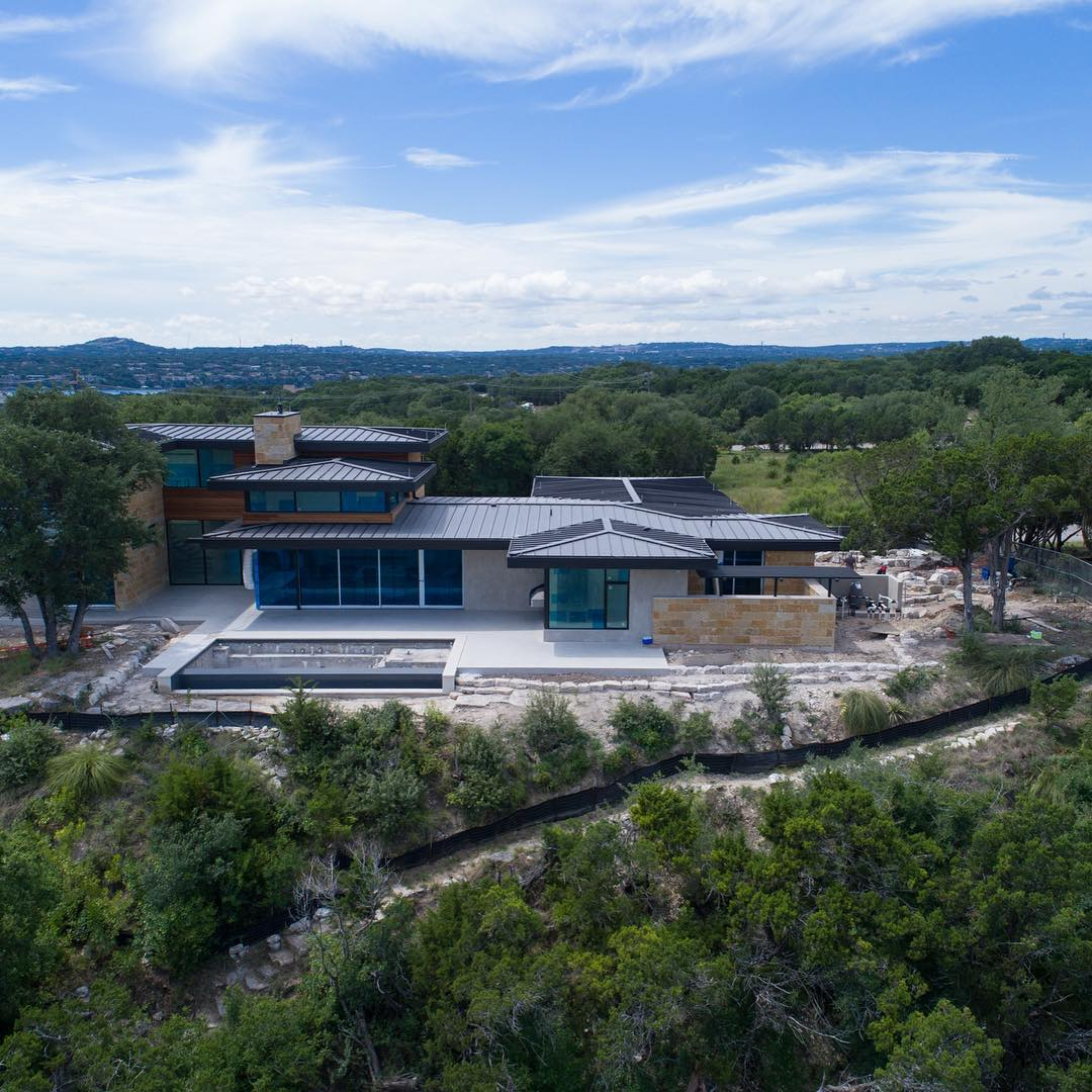 Our Lago Vista build is just about to wrap up. The big reveal is 3 weeks away!! Built by @foursquarebuilders Designed by @dc_architecture Photo by @redpantsstudio