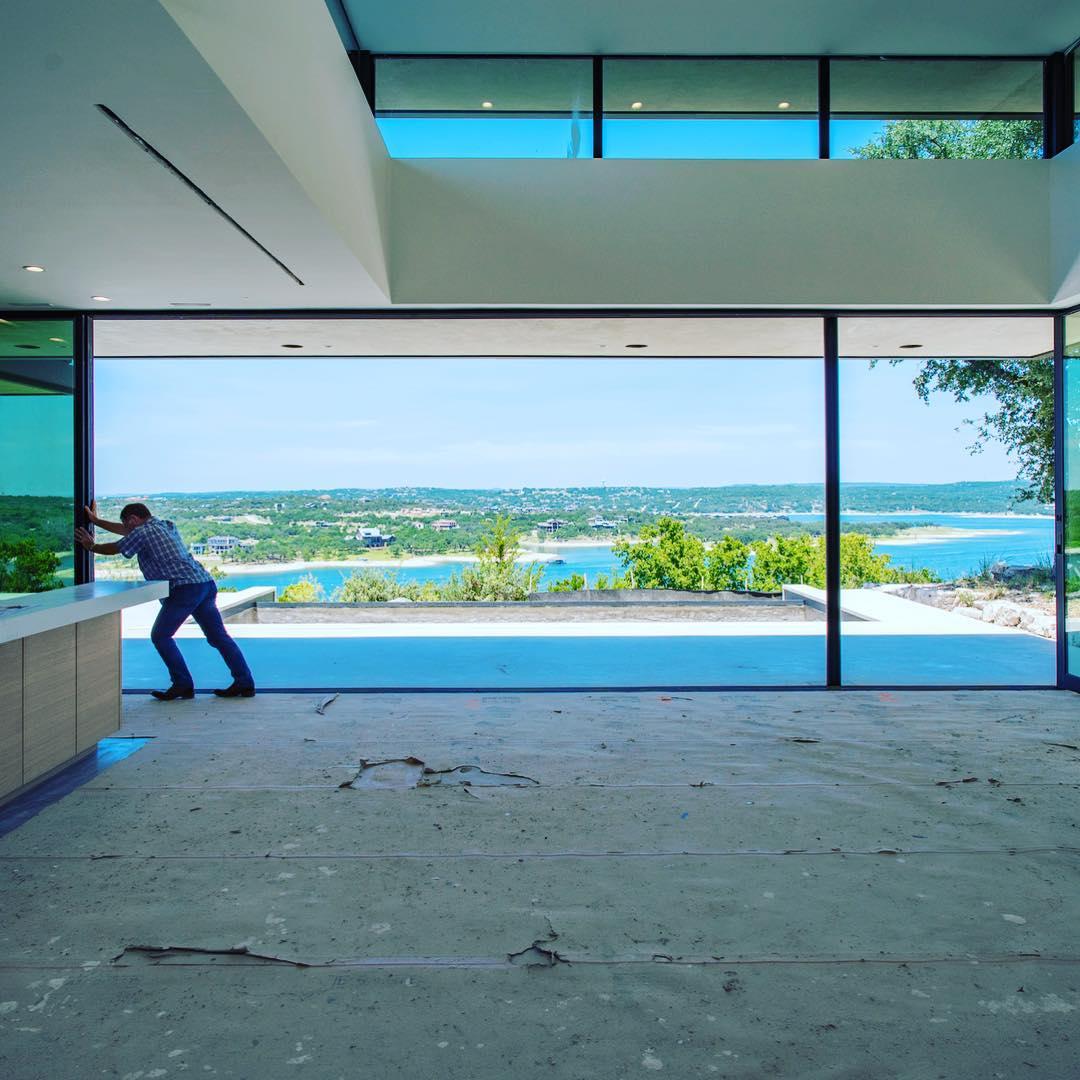 Now that's a big sliding door!! 29 ft. to be exact! Thanks @fleetwood_windows_doors