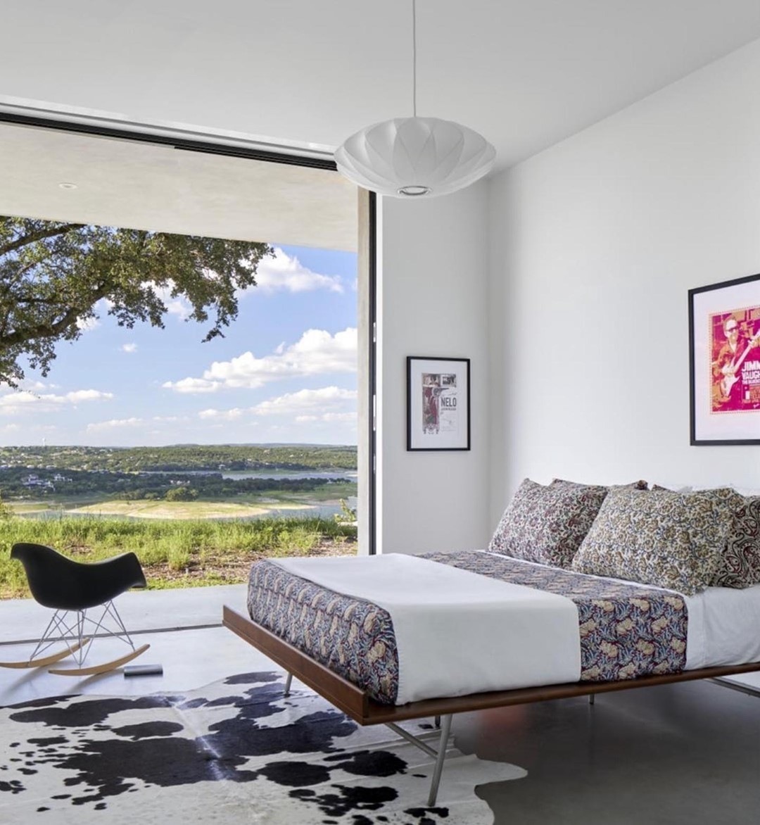 Rocking mid-century style overlooking the Texas Hill Country.  Built by @foursquarebuilders  Photo by @drorbaldingerphotographer  Designed by @dc_architecture