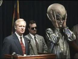 Governor Fife Symington gives press conference joking about aliens