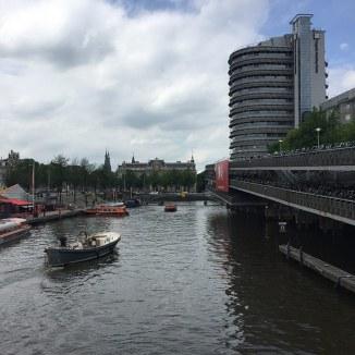 medere verdiepingen fietsen parkeren naast Amsterdam Centraal