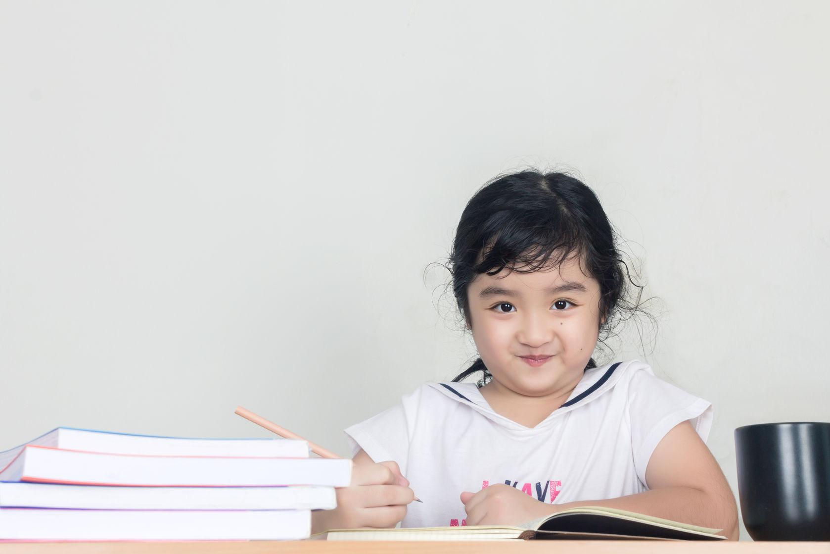 3 Cara Sederhana Mengajari Anak-Anak Menulis