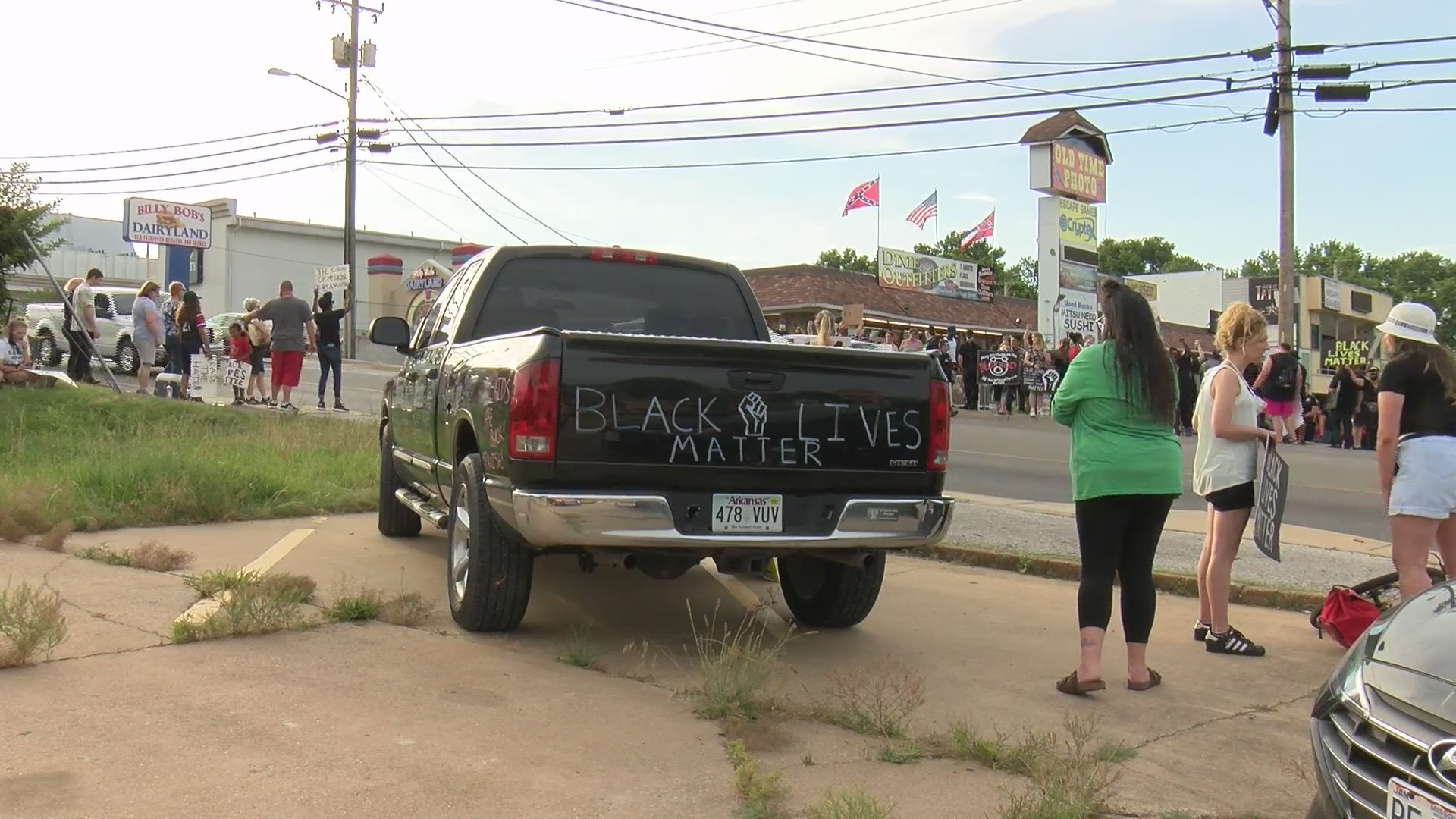 Protests Heat Up At Confederate Store In Branson Missouri Fox 4 Kansas City Wdaf Tv News Weather Sports