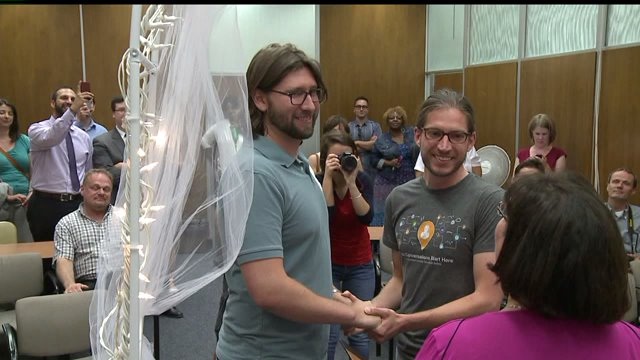 Same-sex couples line up in Indianapolis to get marriage licenses